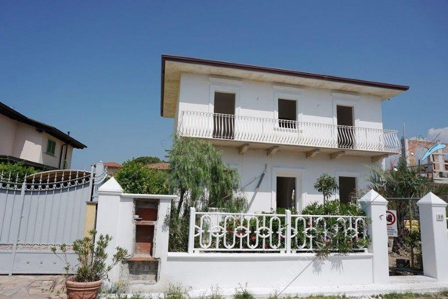 Villa Grey detached villa for sale Marina di Pietrasanta
