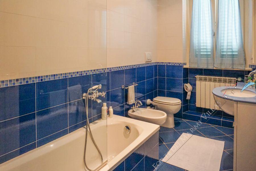 Villa Filomena : Bathroom with tube
