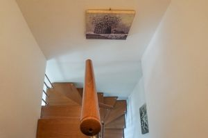 Villa Filomena : лестница с деревянным покрытием