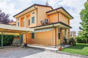 Villa Filomena : Villa bifamiliare in affitto Forte dei Marmi