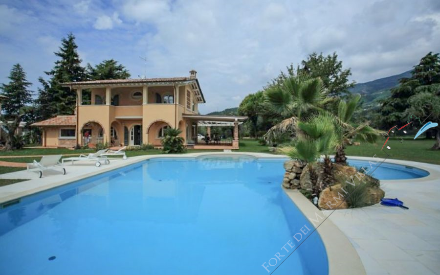 Ville del Borgo detached villa to rent Forte dei Marmi
