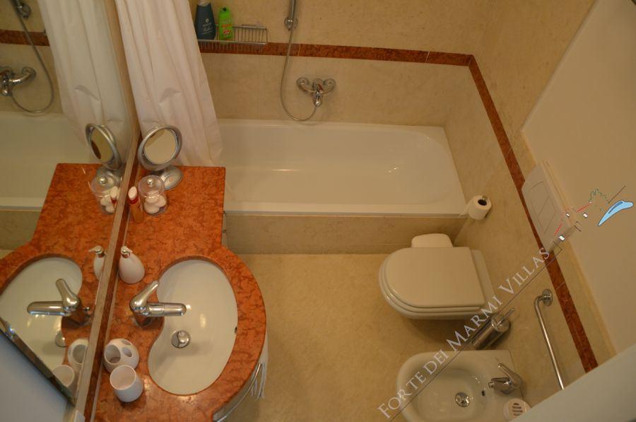 Villa Marina in Fiore : Bathroom with tube