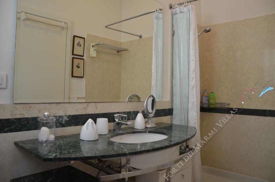 Villa Marina in Fiore : Bathroom with shower