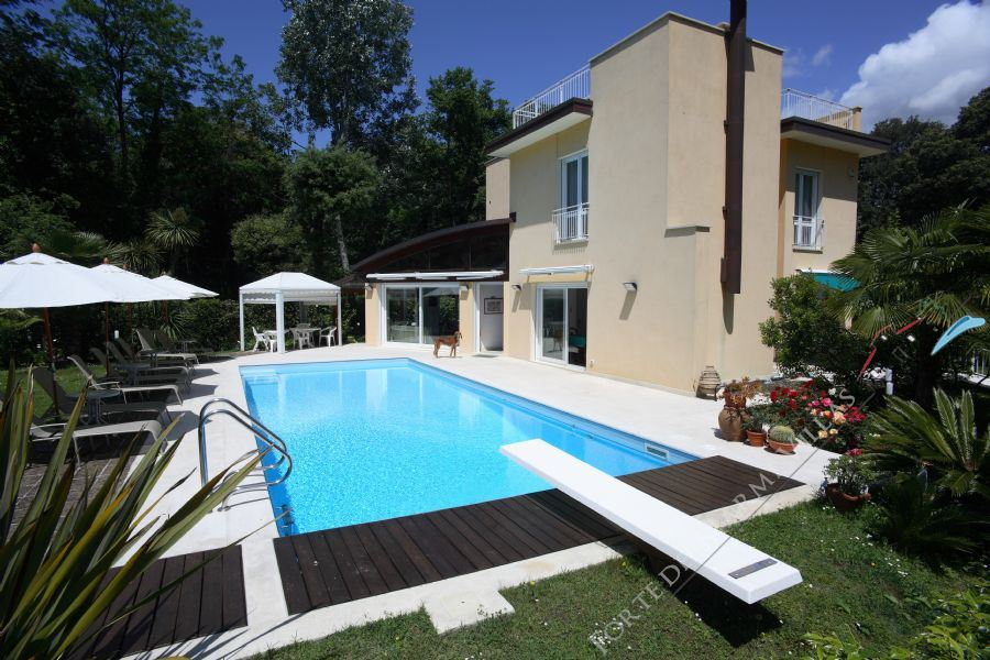 Villa Marina in Fiore detached villa to rent and for sale Marina di Pietrasanta