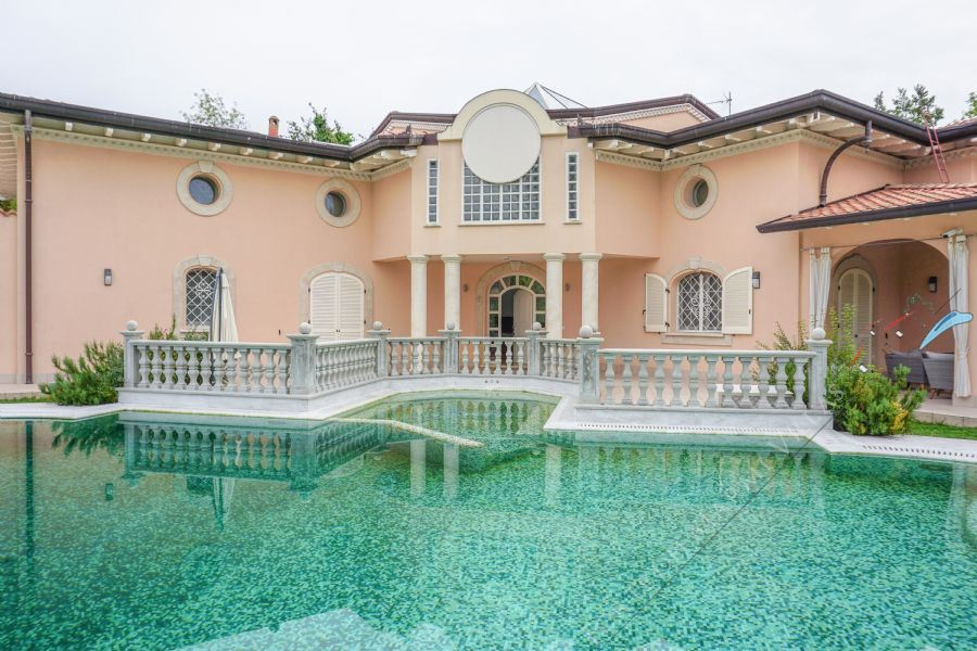Villa Harmony detached villa to rent and for sale Forte dei Marmi