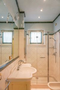 Appartamento Classico : Bathroom with shower