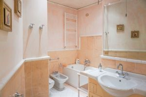 Appartamento Margherita : Ванная комната с ванной
