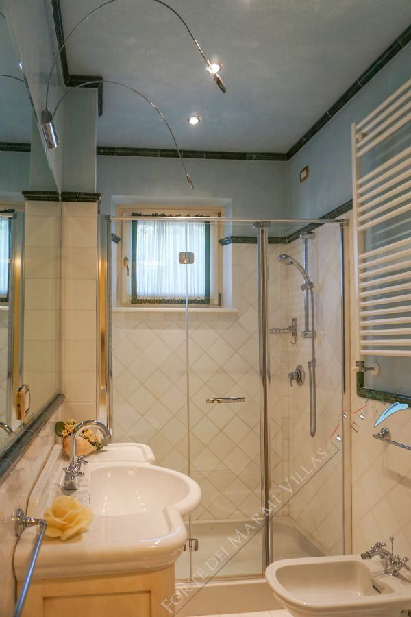 Appartamento Pontile : Bathroom with shower