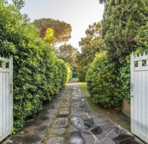 Villa Almarosa : Outside view