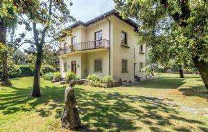 Villa Almarosa +  dependance: Villa singola in vendita Forte dei Marmi