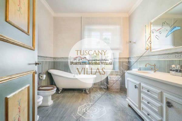 Villa Datcha : Bagno con vasca