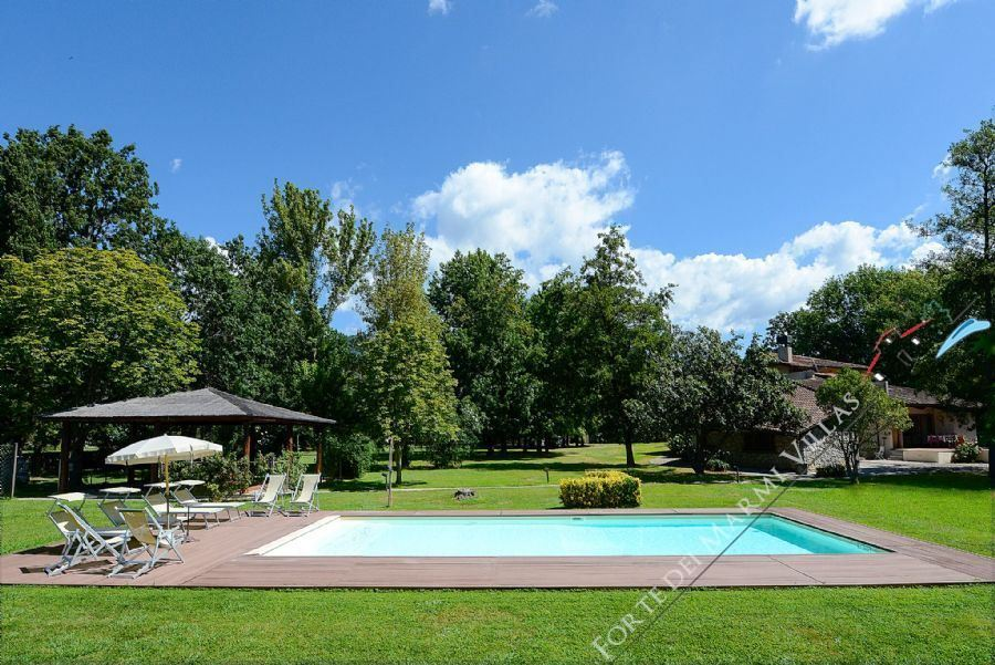 Villa   green park  Detached villa  to rent  Pietrasanta