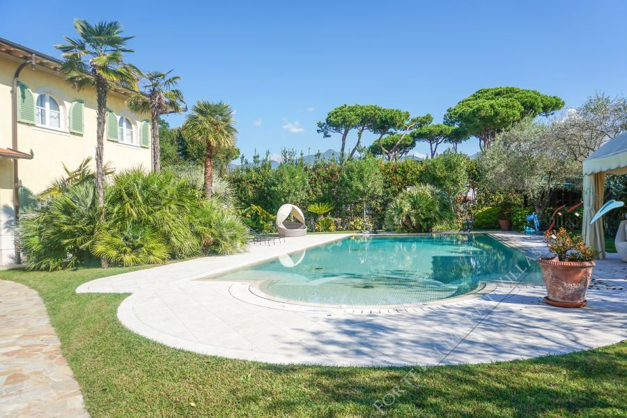 Villa Gilda detached villa to rent and for sale Forte dei Marmi
