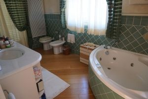 Villa Gilda : Bathroom with tube