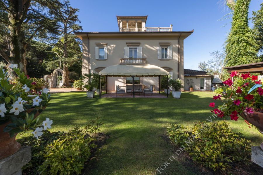 Villa Colletto Camaiore  detached villa to rent Camaiore
