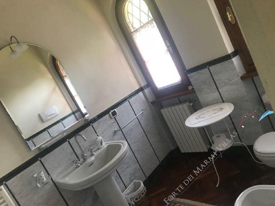 villa Roma imperiale  Gialla  : Bathroom with shower