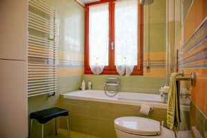 Villa Mirta : Bagno con vasca