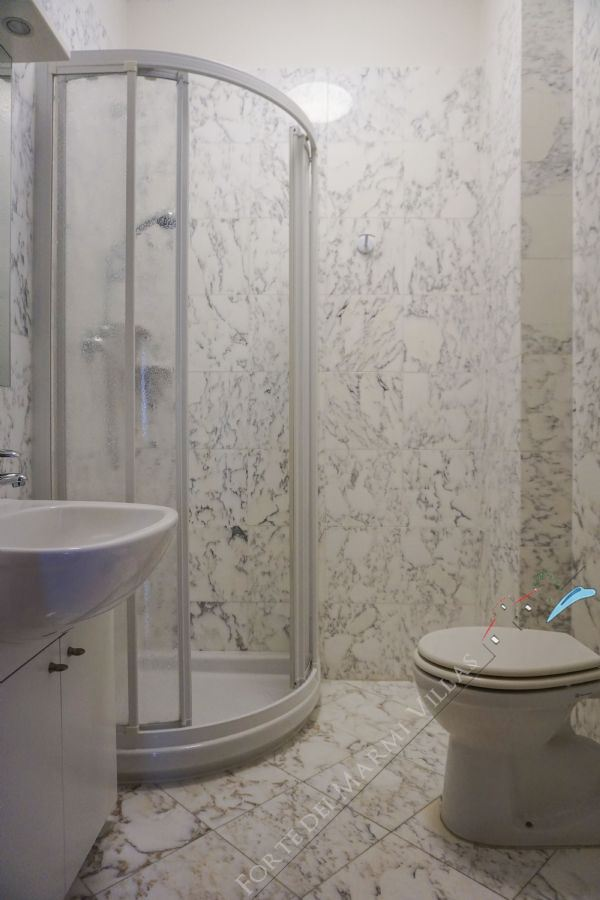 Appartamento Fiori : Bathroom with shower
