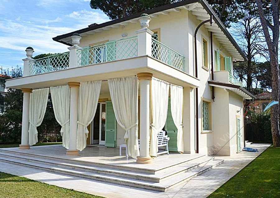 Villa Flora detached villa to rent and for sale Forte dei Marmi