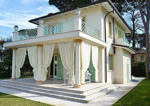 Villa Flora : detached villa to rent and for sale Vittoria Apuana Forte dei Marmi