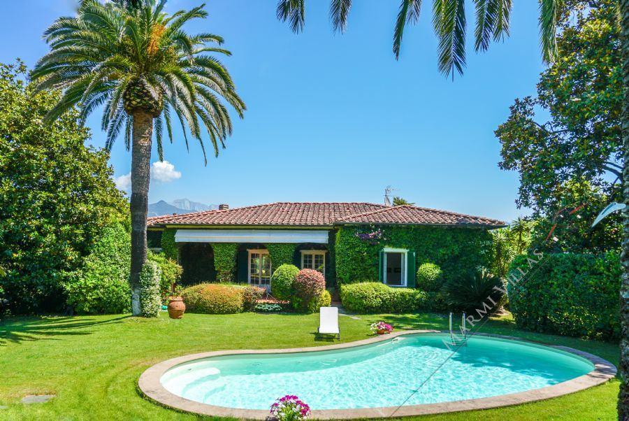 Villa Meraviglia detached villa to rent Forte dei Marmi
