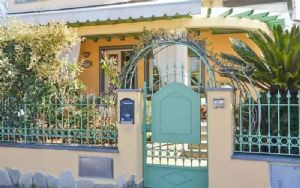 Villa Arabesca: Semi detached villa Marina di Pietrasanta