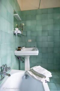 Villa Massaciuccoli : Bathroom with tube