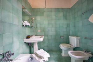 Villa Massaciuccoli : Bagno con vasca