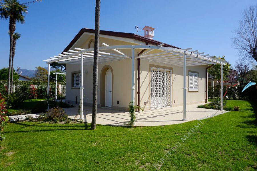Villa Clarinetto detached villa to rent Forte dei Marmi