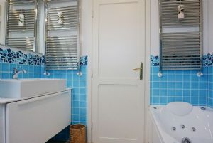 Villa Glicine : Bathroom with tube