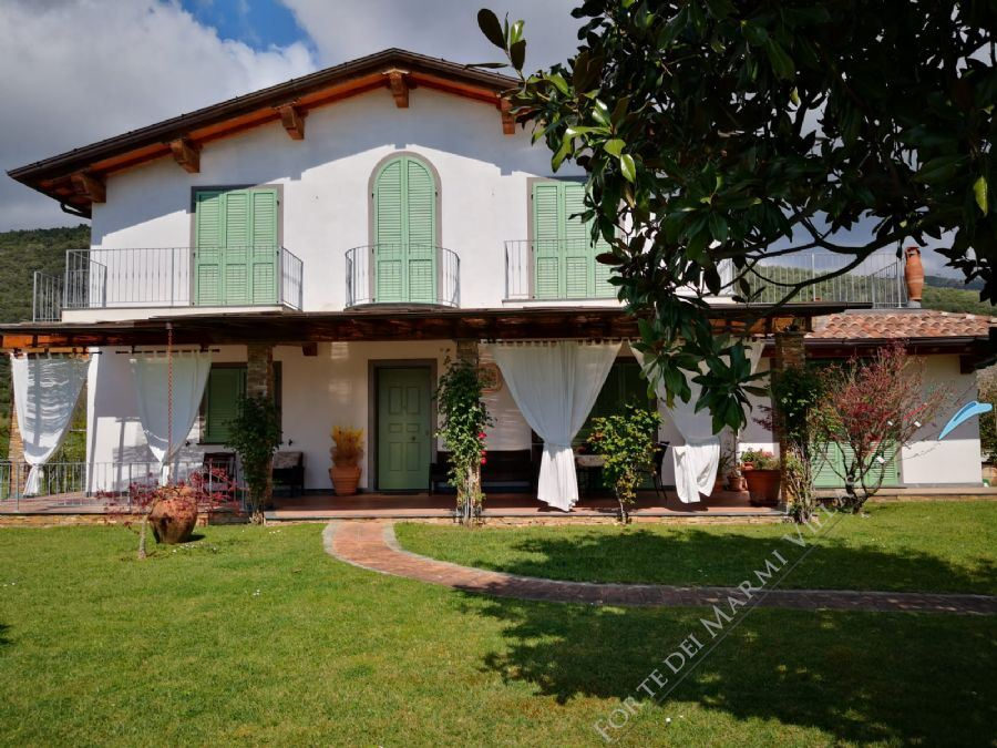 Villa Vezza detached villa to rent Pietrasanta