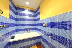 Villa Demetra : Bathroom with tube