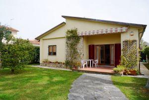 Villa Sonia: Detached villa Forte dei Marmi