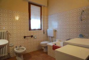 Villa Sonia : Bathroom with tube