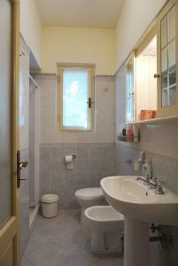 Villetta Viki : Bathroom with shower