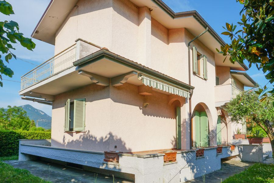 Villa Opportunity detached villa for sale Marina di Pietrasanta