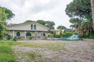 Villa Edhil : detached villa for sale  Cinquale
