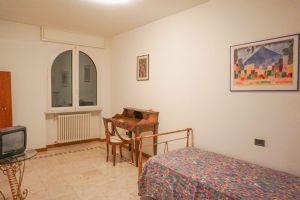 Villa Edhil : спальня с односпальной кроватью