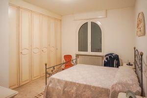 Villa Edhil : спальня с двуспальной кроватью