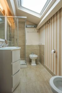 Trilocale Gioiellino : Bathroom with shower
