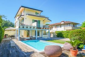 Villa Margot : semi detached villa to rent and for sale Vittoria Apuana Forte dei Marmi
