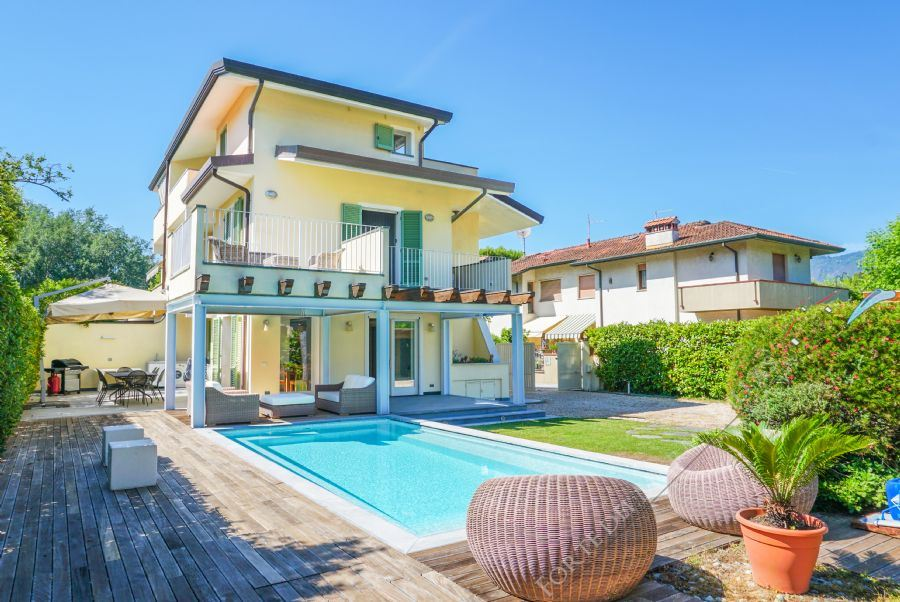Villa Margot semi detached villa to rent and for sale Forte dei Marmi