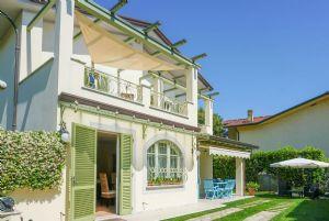 Villa Colibri: Villa bifamiliare Forte dei Marmi