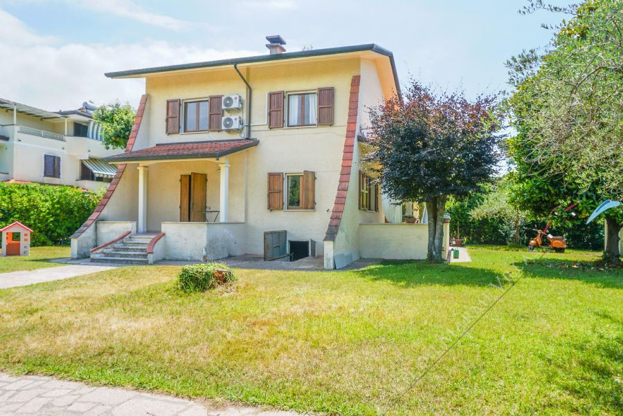 Villa Shanti Detached villa  to rent  Forte dei Marmi