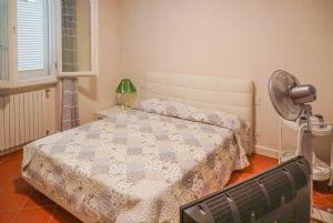 Villa Reggio : спальня с двуспальной кроватью