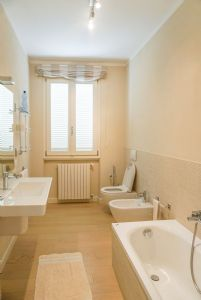 Villa Reggio : Bagno con vasca
