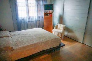 Villa Bargecchia : спальня с двуспальной кроватью