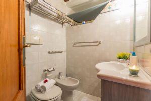 Appartamento Canova : Ванная комната с душем