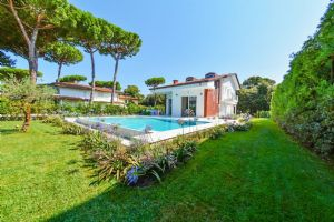 VILLA CHAMPION MARINA  Detached villa  to rent  Forte dei Marmi