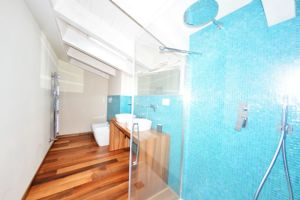 VILLA CHAMPION  : Bathroom with shower